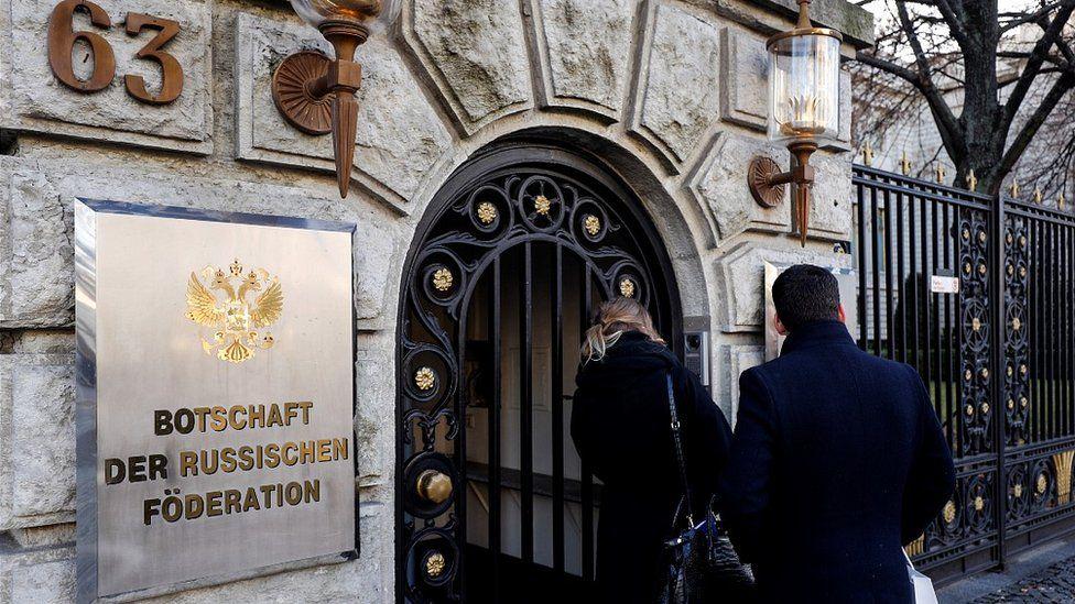 مدخل السفارة الروسية في برلين