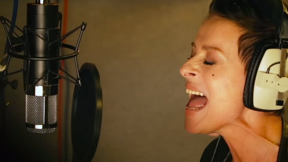 Lisa Stansfield in the studio