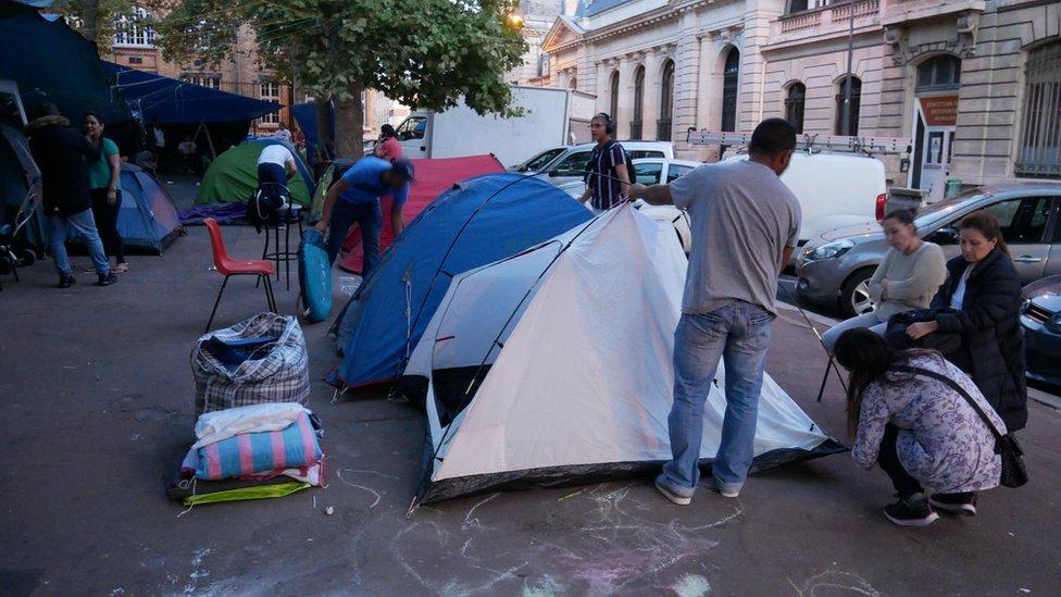 Campamento de protesta de los latinos de Saint-Ouen