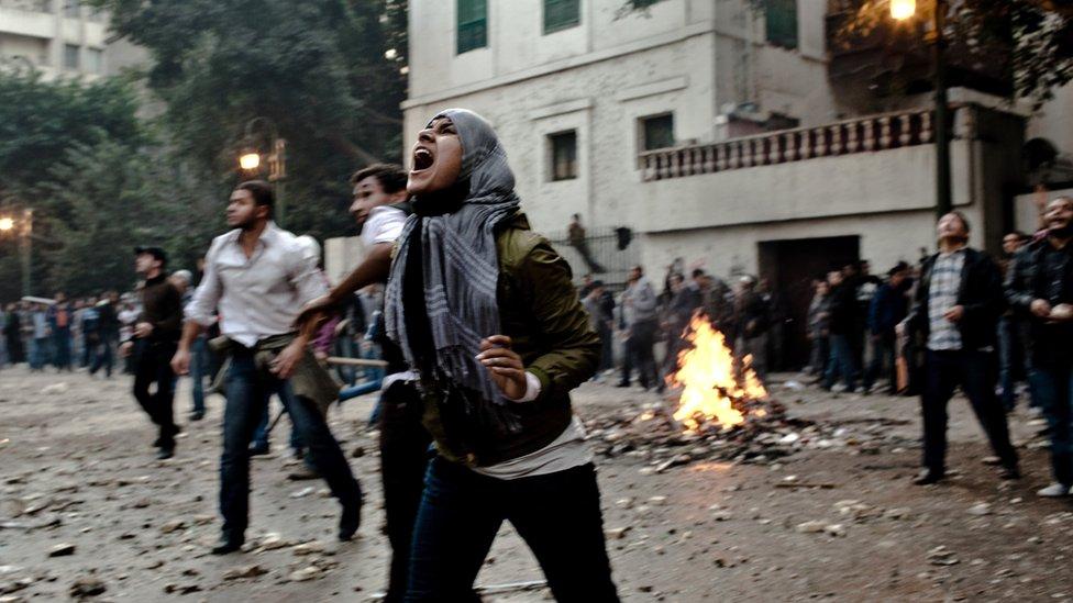 كتاب ربطوا احتجاجات فرنسا بالربيع العربي