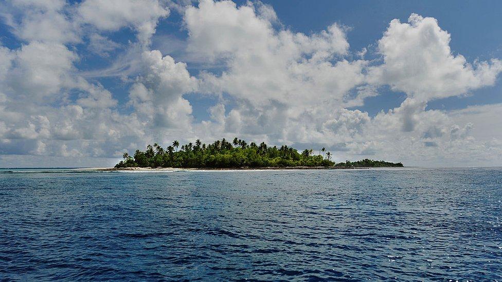 La isla de Abaiang, Kiribati