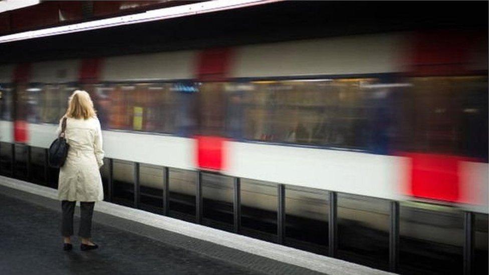 Чому парижанин безкоштовно їздитиме на метро 25 років?