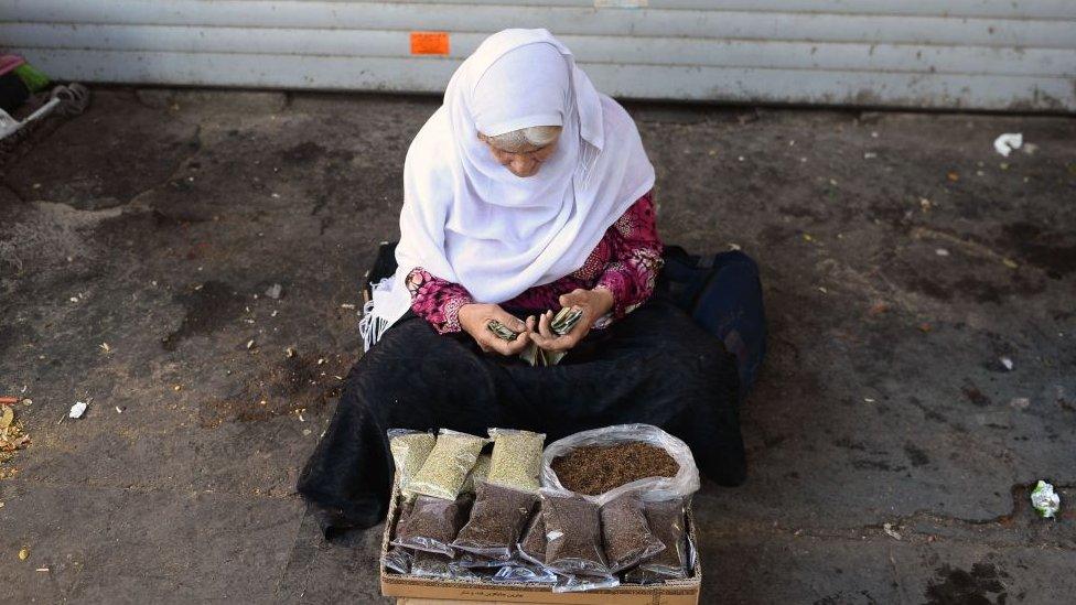 Una vendedora en Teherán