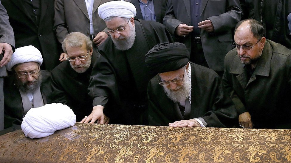 Iranian Supreme Leader Ayatollah Ali Khamenei (2-R) and Iranian President Hassan Rouhani (C) touch the coffin of Akbar Hashemi Rafsanjani at his funeral ceremony in Tehran, Iran (10 January 2017)