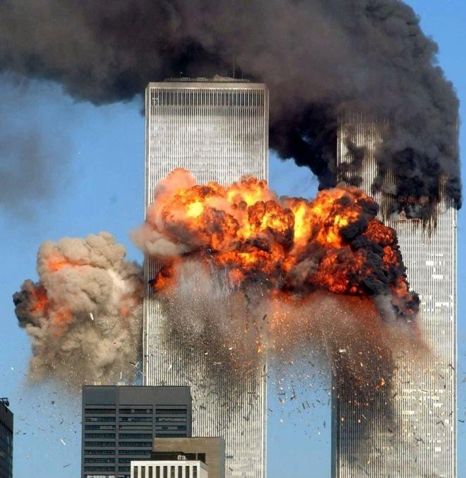 Torres Gemelas en llamas tras el ataque del 11 de septiembre