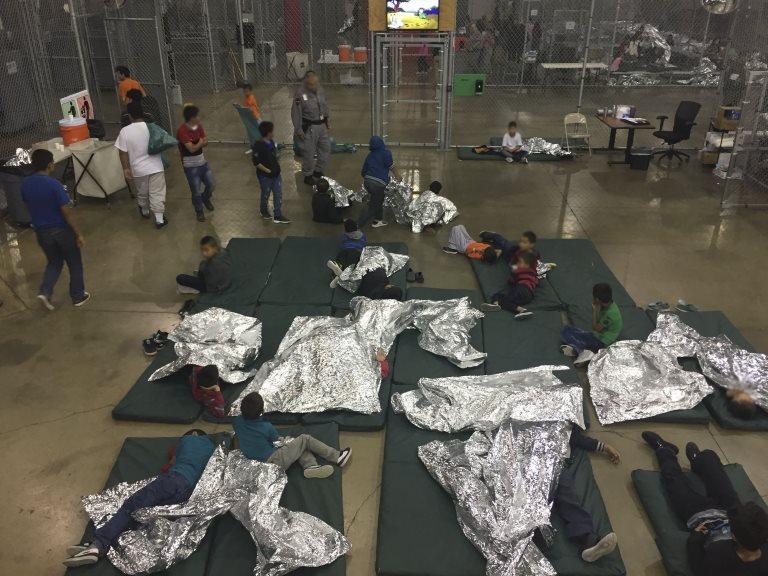 Niños detenidos en el centro de McAllen en Texas. Foto del 18 de junio de 2018.