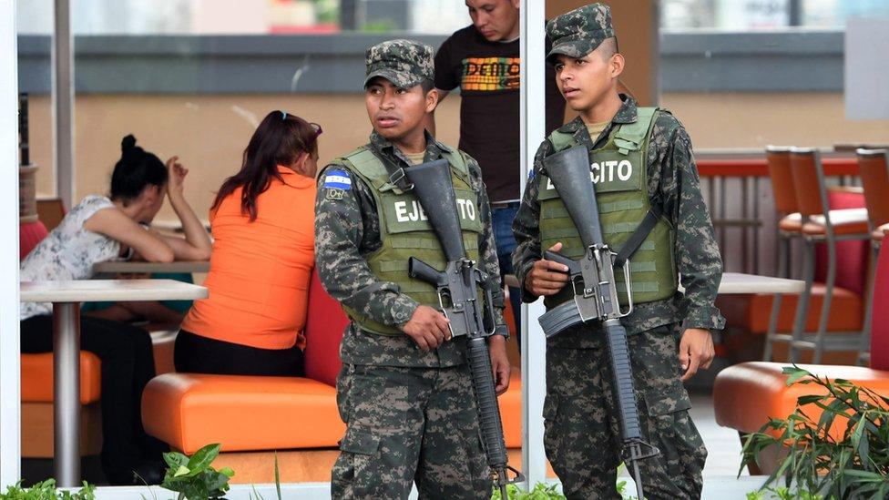 Soldados en Tegucigalpa