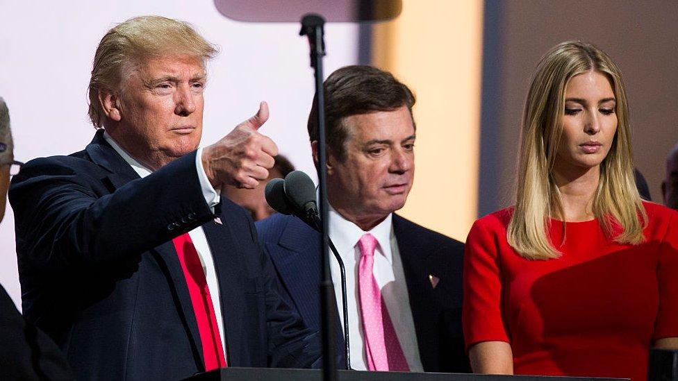 Donald Trump, Paul Manafort e Ivanka Trump en 2016
