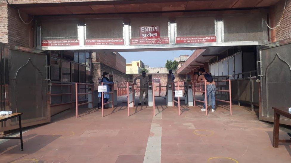 The entrance of the Taj usually has long queues