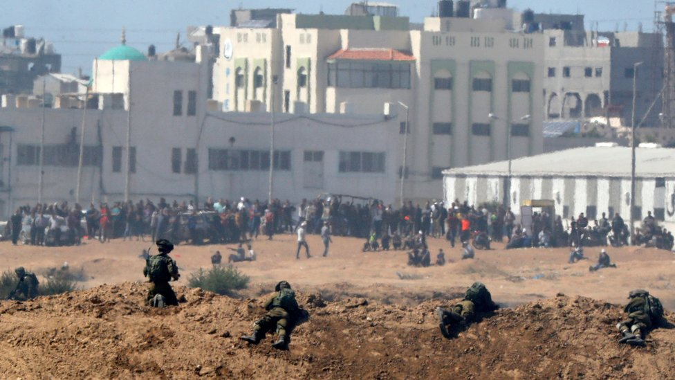 المتظاهرون الفلسطينيون