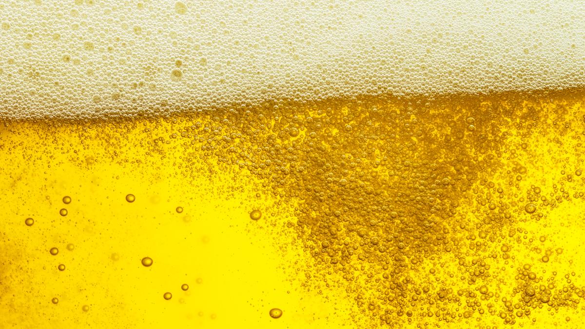 啤酒中的二氧化碳造成泡泡