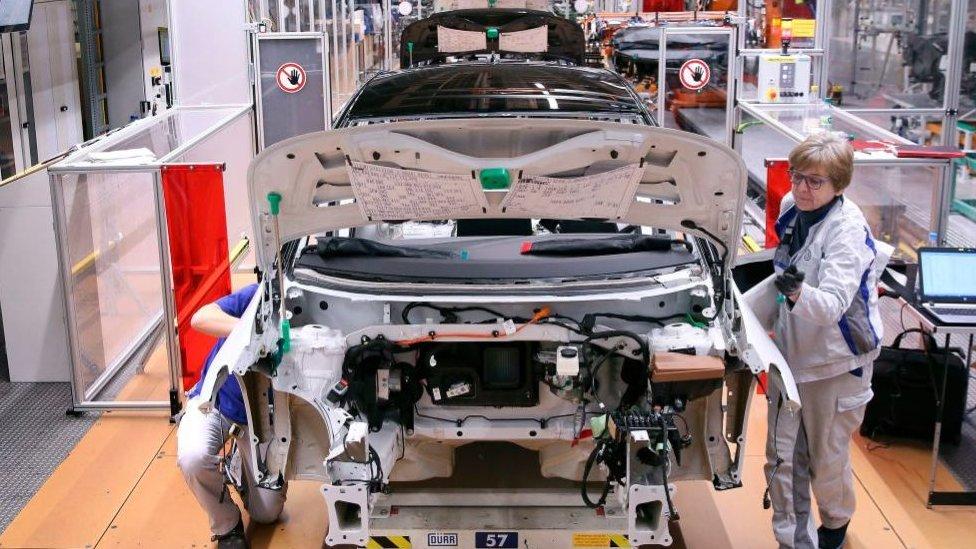 otomobil üretim bandı