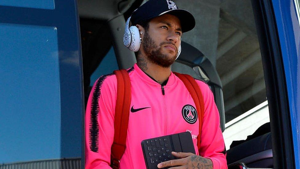 Neymar con la equipación del PSG