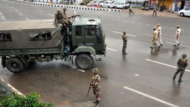 印度宣佈取消克什米爾自治地位週年之際,印度軍警加大對印控克什米爾維穩。