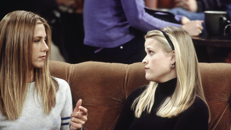 Jennifer Aniston as Rachel joined in this episode of the hit tv series Friends by Reese Witherspoon, who played her sister Jill