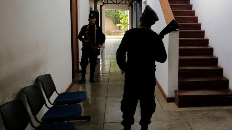Policías en Confidencial
