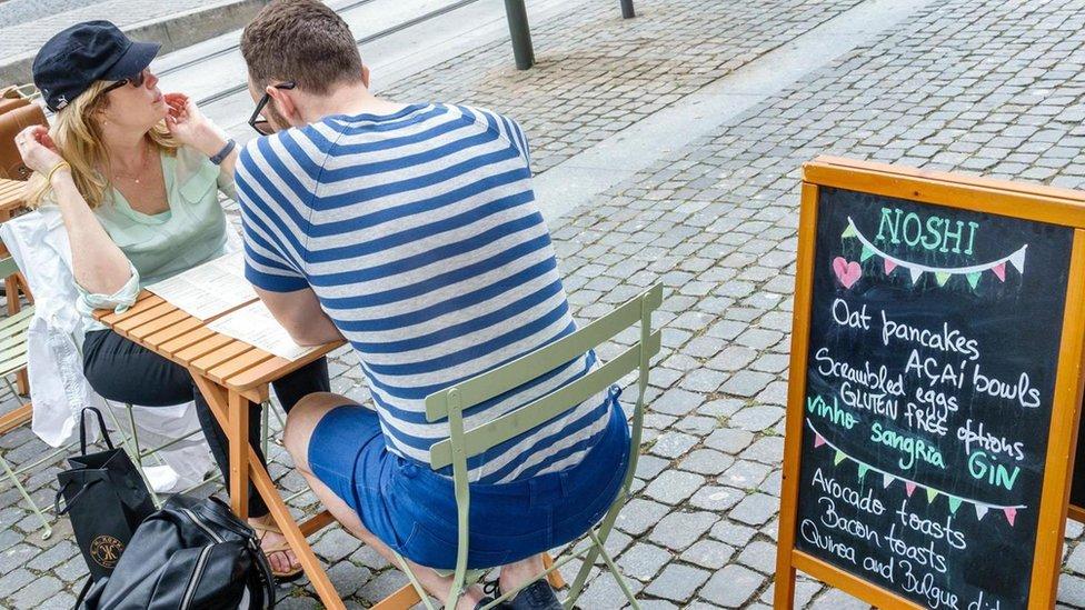Numerosos negocios han aprovechado la popularidad de ciertos alimentos.