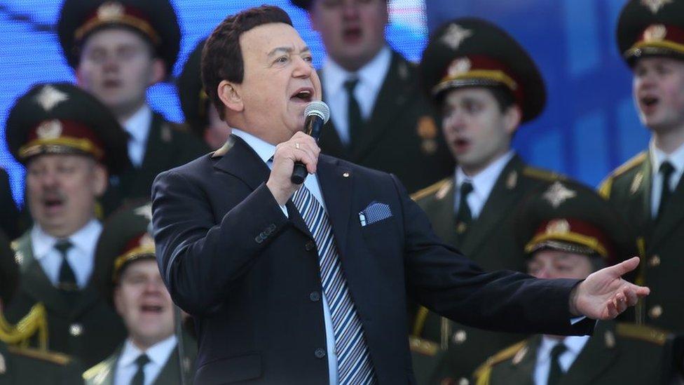 Kobzon peva