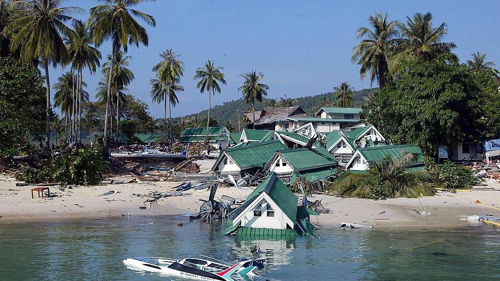 Instalaciones turísticas en Phi Phi tras el paso del tsunami.