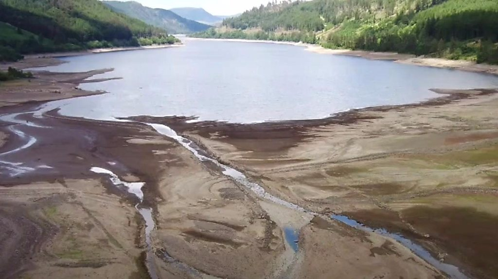 Water shortage shows ruins of Lake District village