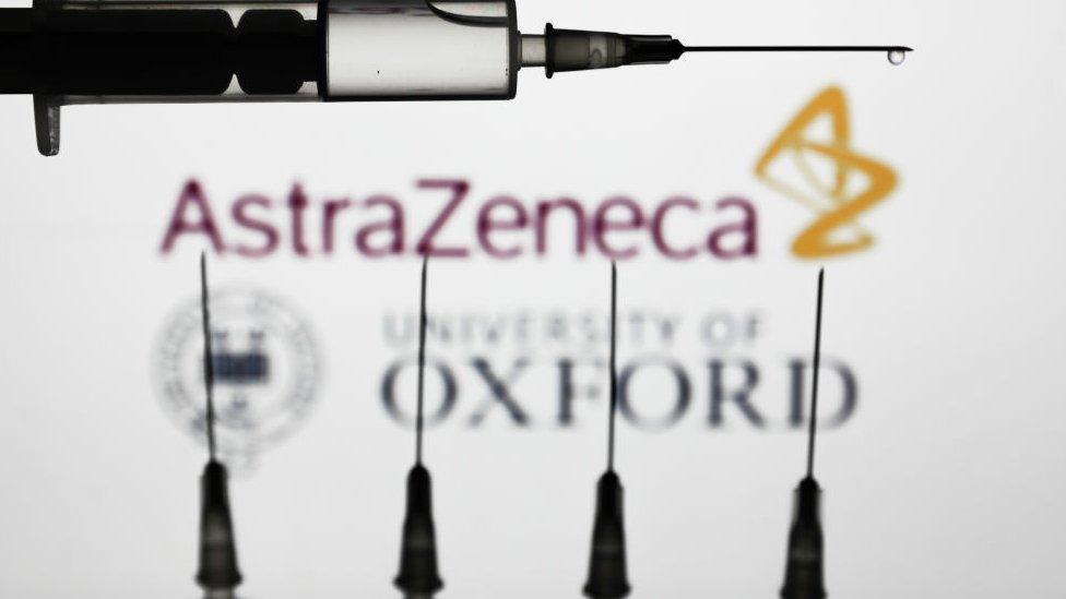 Vacuna de Oxford y AstraZeneca.