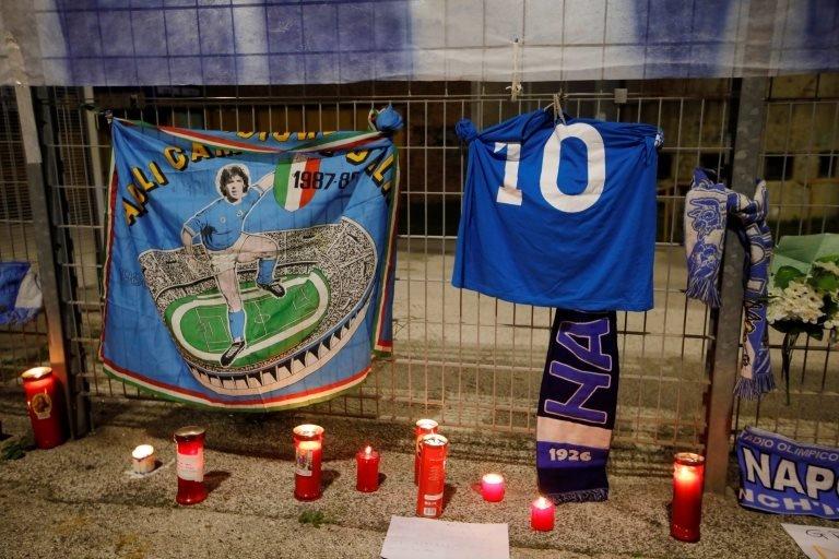 Napolililer Maradona'nın yasını tutuyor