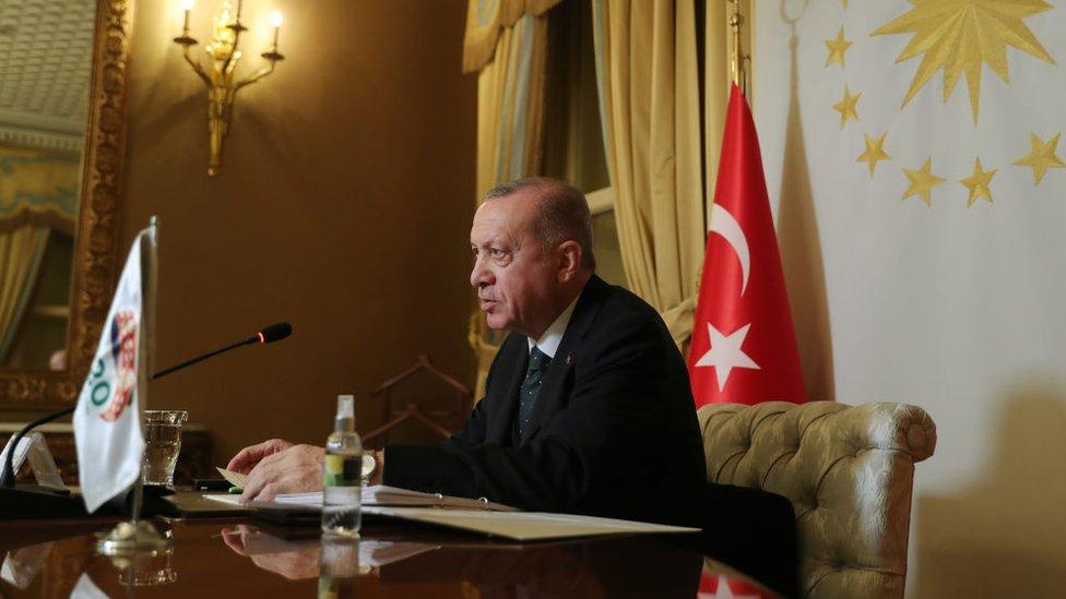 Reuters: Erdoğan, ekonomiyle ilgili iki gün boyunca yapılan sunumların ardından TCMB başkanını görevden aldı