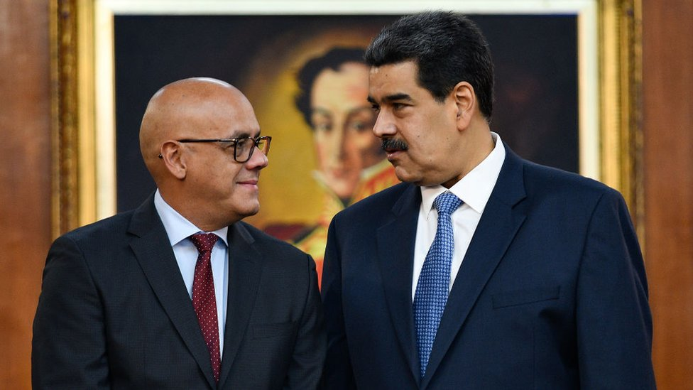 Jorge Rodríguez y Nicolás Maduro