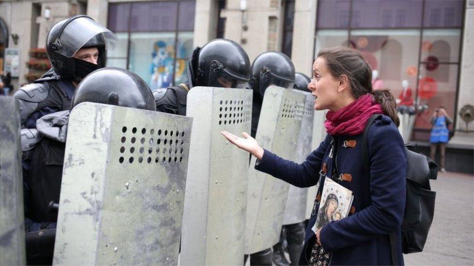 المحتجون يطالبون بوضع حد لوحشية الشرطة