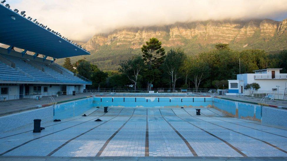 مسبح رياضي خارج كيب تاون في جنوب أفريقيا