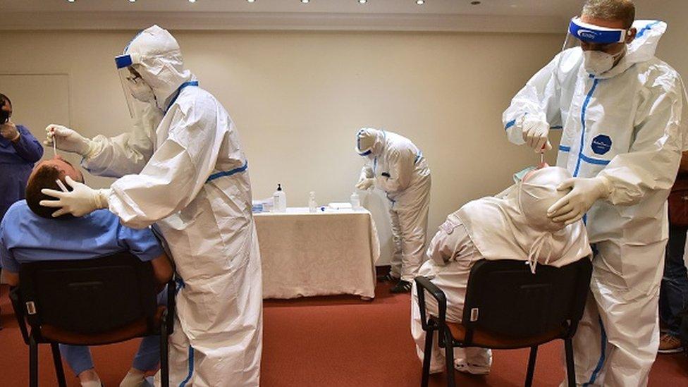 Lübnan'da sağlık çalışanlarına koronavirüs testi yapıldı