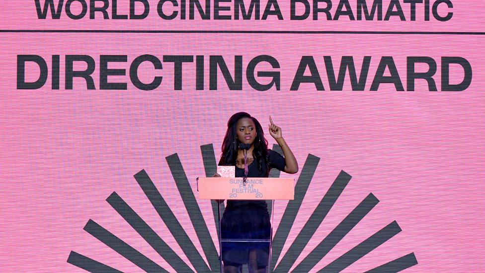 Maimouna Doucouré Sundance film festivalinde konuşma yapıyor