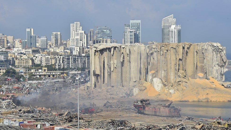 Дайджест: гнев местных жителей после взрыва в Бейруте, блокпосты в Нью-Йорке