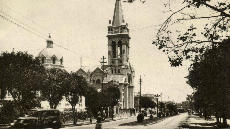 Templo de la Sagrada Familia en la Calle Orizaba de Ciudad de México a principios del siglo pasado.
