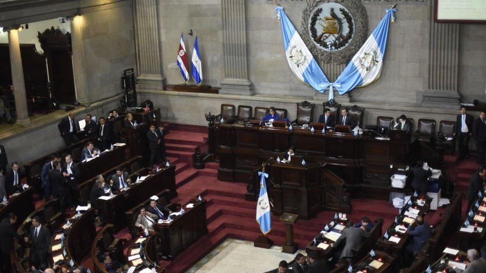 El Congreso de Guatemala tuvo que ajustar la Ley del Deporte del país para que no interfiriera con los estatutos que pide FIFA.