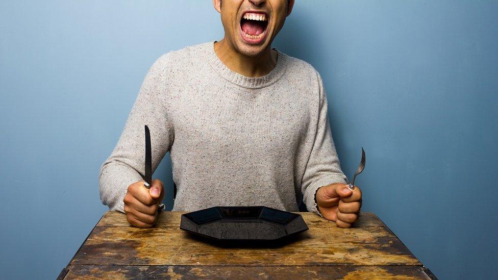 Un hombre hambriento