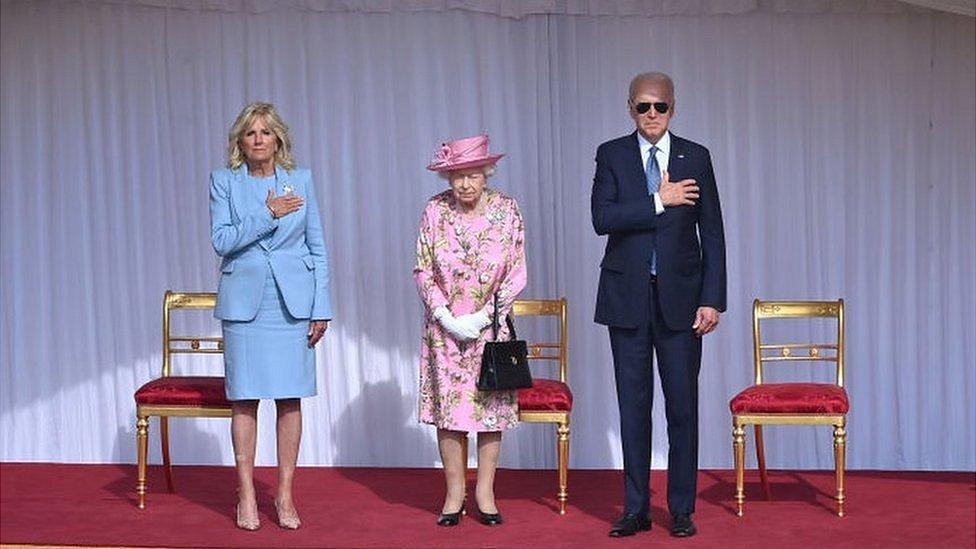 Королева Елизавета II встретилась с четой Байденов в Виндзорском замке