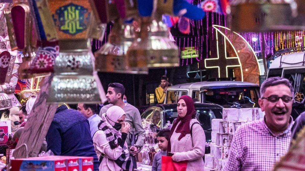 مظاهر احتفالية بشهر رمضان في مصر