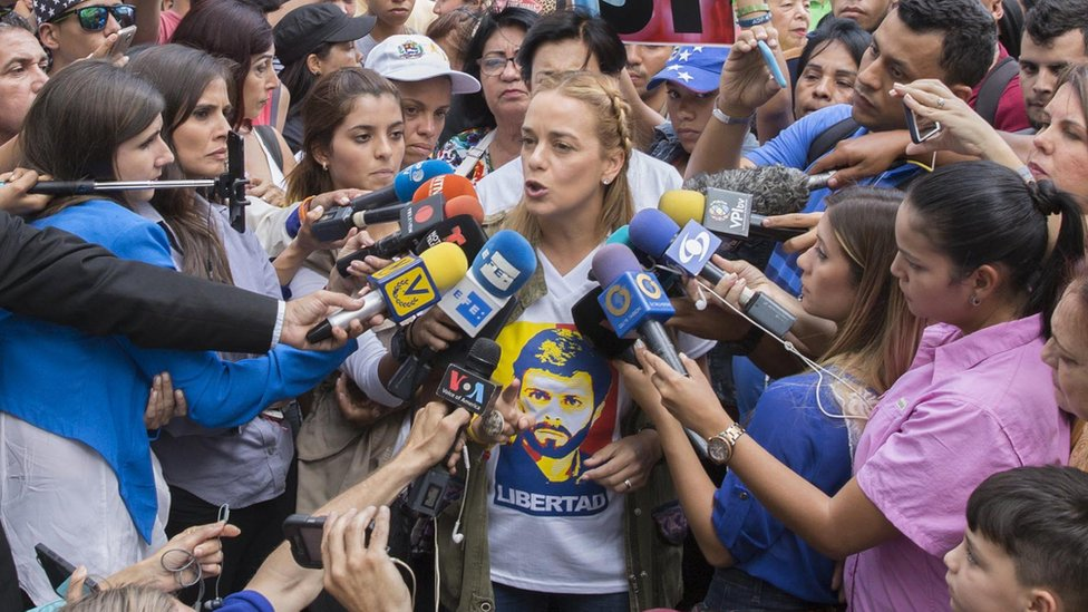 Lilian Tintori talking to the press in Caracas, 16 July 2017