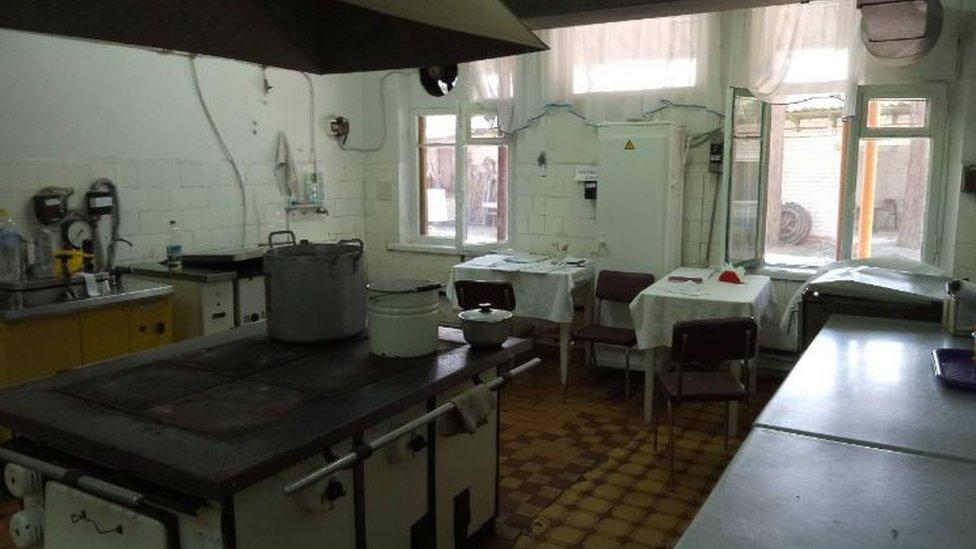 Отруєння у таборі на Донбасі: 46 дітей у лікарні