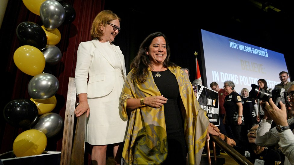 Independent candidates Jane Philpott (L) and Jody Wilson-Raybould (R) campaign together in September