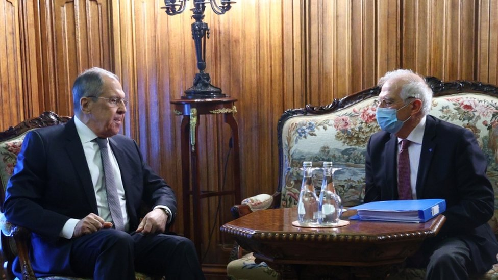 Russian Foreign Minister Sergei Lavrov (L) and High Representative of the EU for Foreign Affairs and Security Policy, Josep Borrell