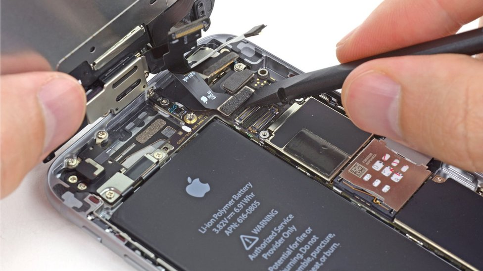 iFixit image of iPhone battery