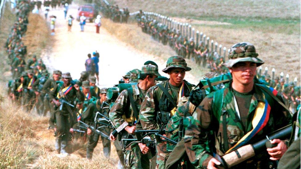 Guerrilleros de las FARC en enero de 1999