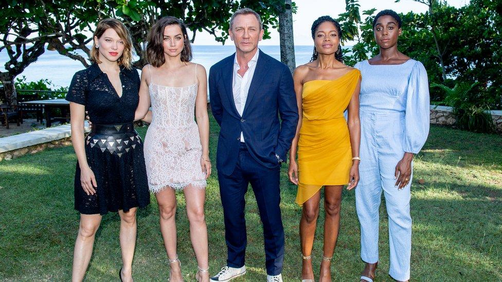 Parte del reparto de la nueva película de James Bond.