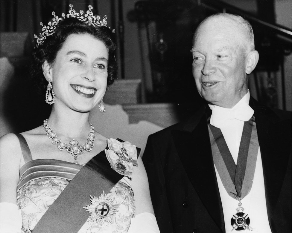 20th October 1957: Queen Elizabeth II with US president Dwight D Eisenhower at a White House State banquet