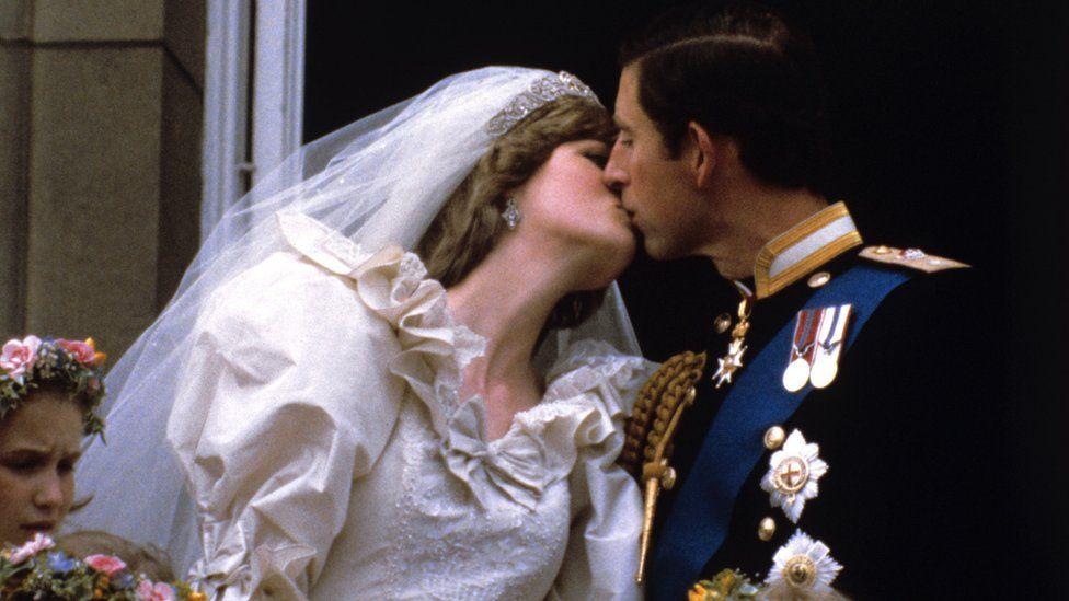 الأمير تشارلز والأميرة ديانا في حفل زفافهما