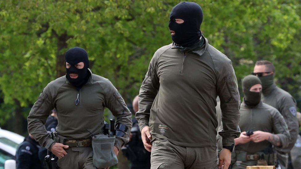قامت قوات الأمن بالبحث عن مدرب الرماية الهارب على مدى 3 أسابيع