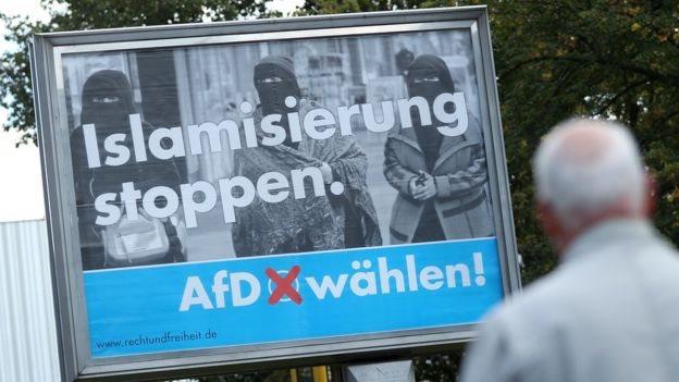"""ملصق حزب البديل من اجل المانيا """"اوقفوا الأسلمة"""""""