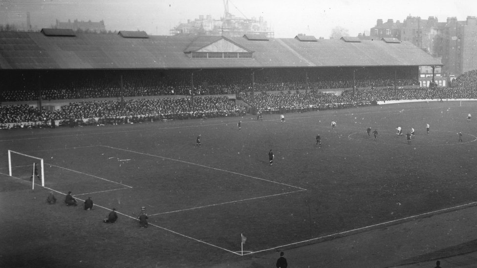 A general view of a match in progress at Chelsea's Stamford Bridge in 1919